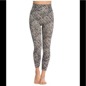 NWT SPANX Look at me Now Legging Grey Multi L/10